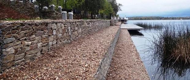 Берегоукрепление габионами, очисткой рек, озер и других водоемов.